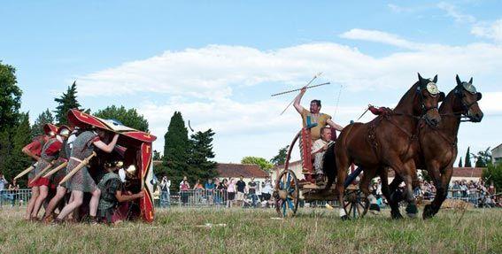 Char de guerre Gaulois VS Légion Romaine (associations Leuki, Pax augusta  attelages d'Arles)