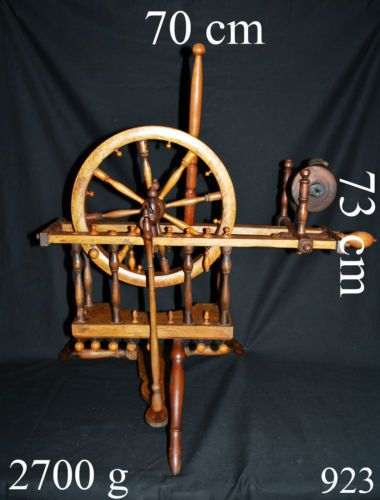 rarit t sehr altes spinnrad aus holz deko dekoration in antiquit ten kunst alte berufe. Black Bedroom Furniture Sets. Home Design Ideas