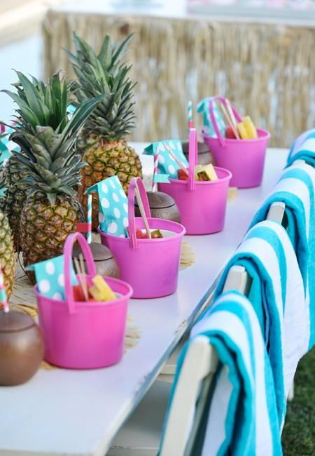 Captivating Tropical Party Decor | Tiny Prints Blog