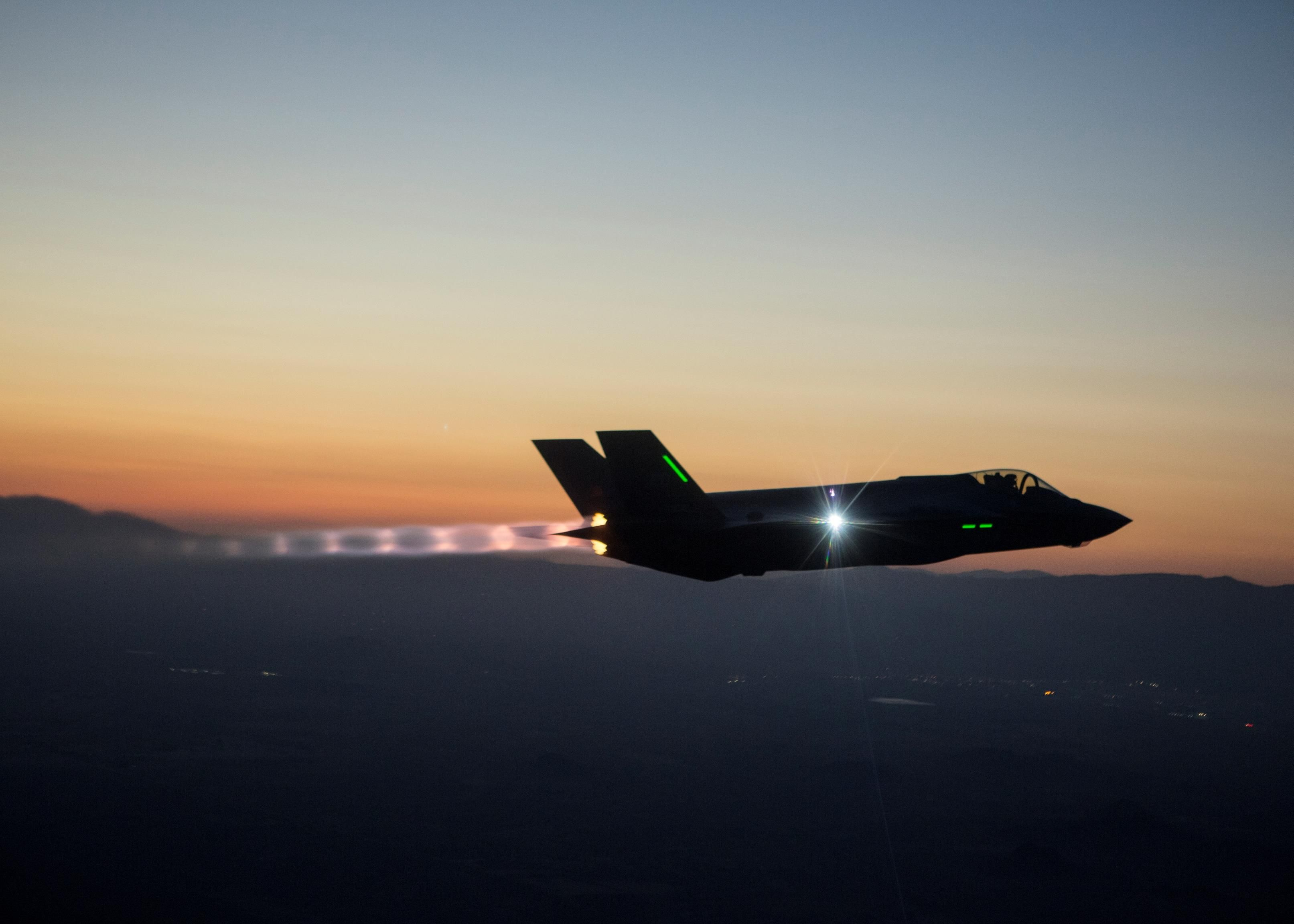 F-35 NIGHT FLYING