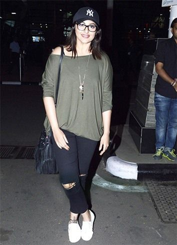 Decoding Sassy Sonakshi Sinha Fashion, Hair, Makeover And More.