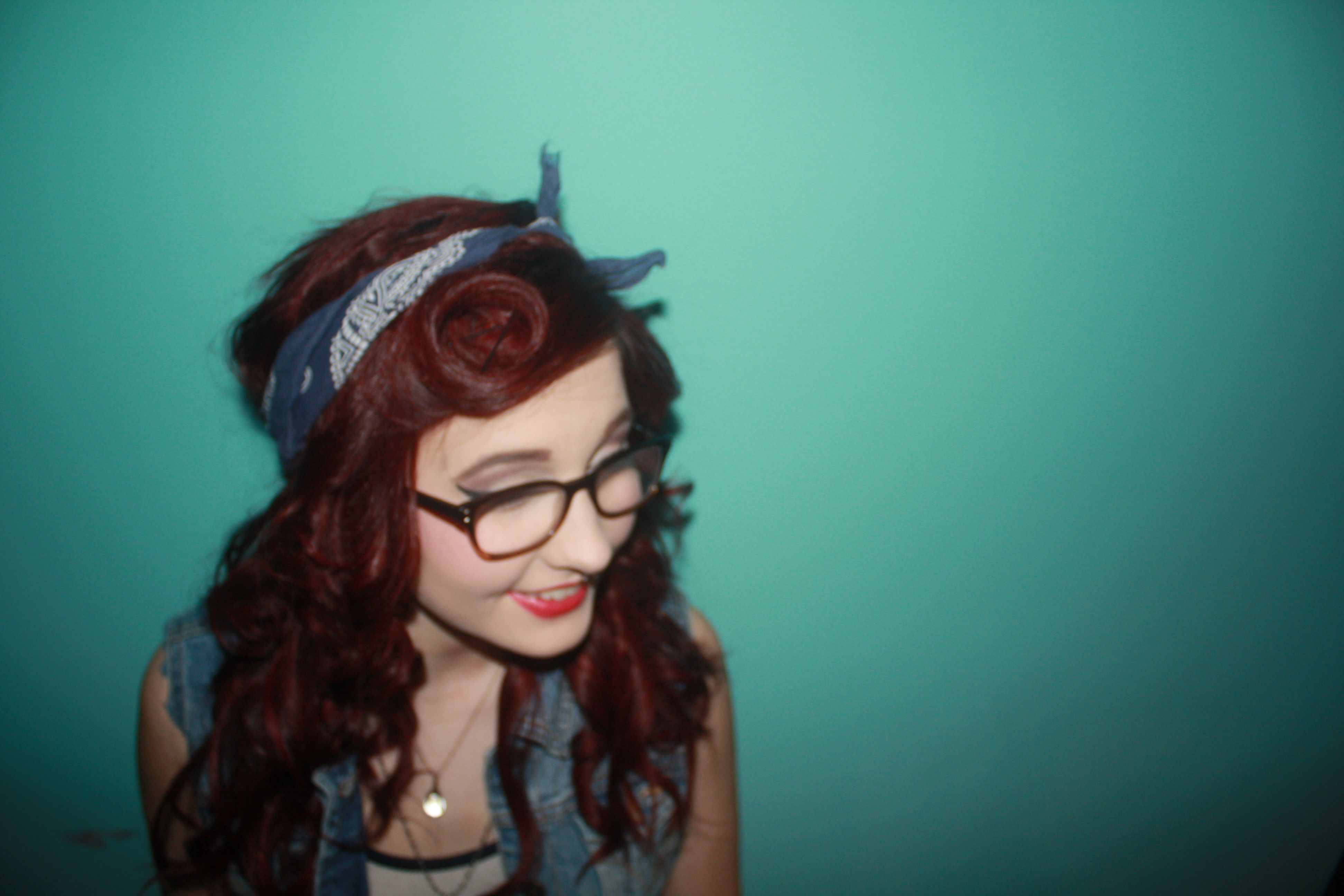 victory roll vintage hair style
