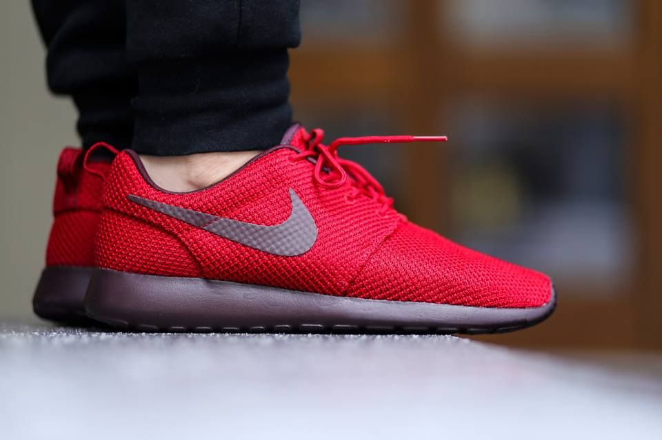 nike roshe run gym red deep burgundy color