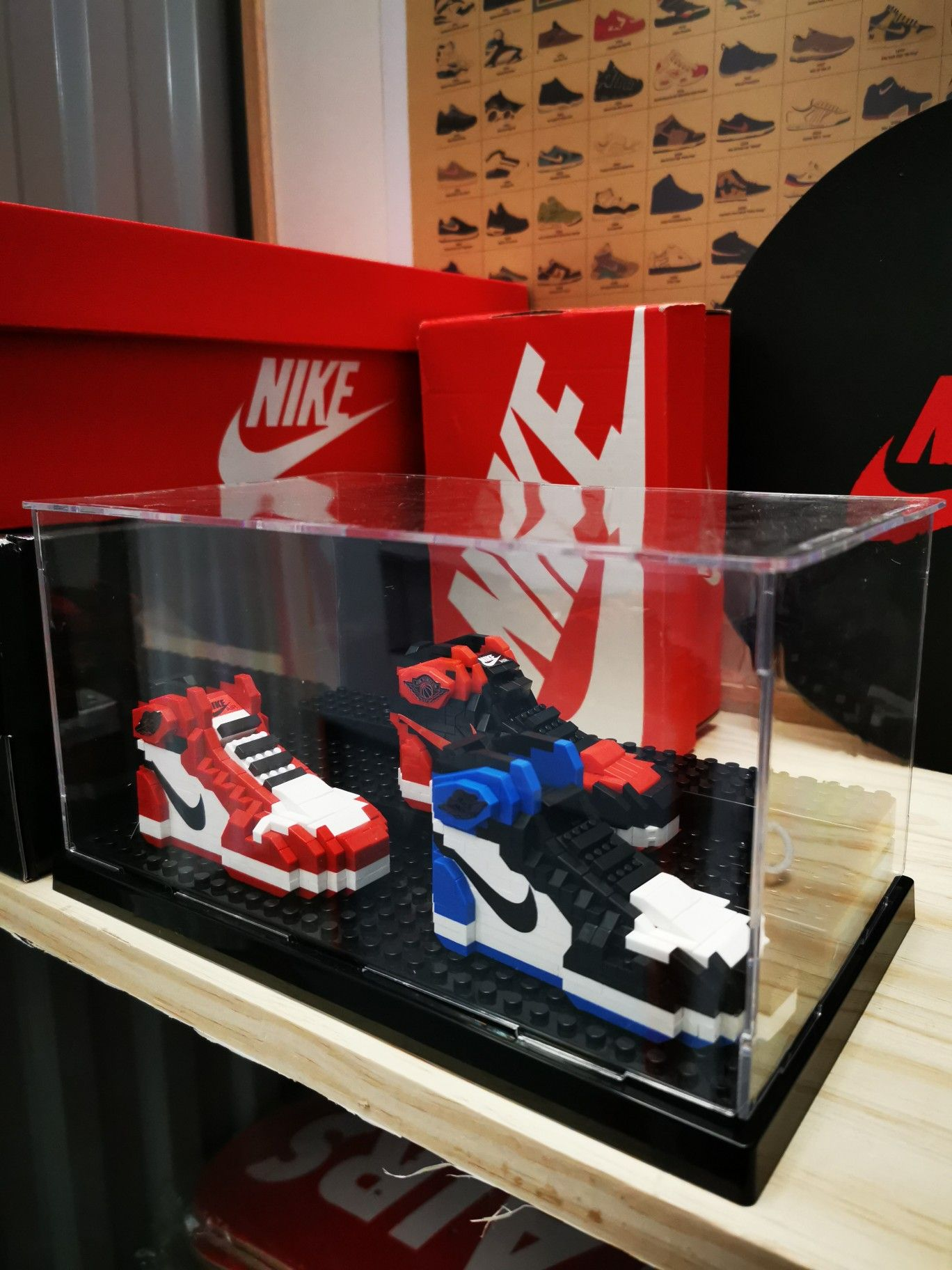 Lego sneakers air Jordan 1 chicago | Lego, Jeux, Sneakers