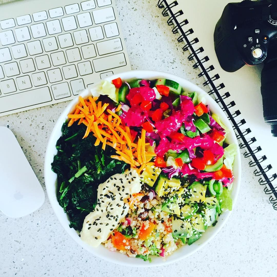 7 Healthy Desk Lunches That Let Your Coworkers Know You're Better Than Them. | Someecards Workplace