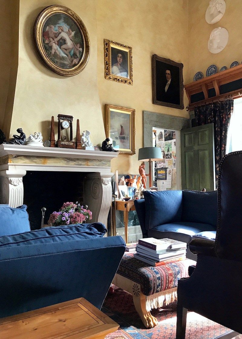 Timeless Interiors Or A Ping Trend How To Tell The Difference Gorgeous Eclectic Living Room Of Architect Robert Adam