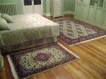Casa Solariega en un pueblo de Burgos, dormitorio principal decorado con alfombras Yazd de Irán. Ancestral home in a village of Burgos, main bedroom decorated with Yazd carpets from Iran.