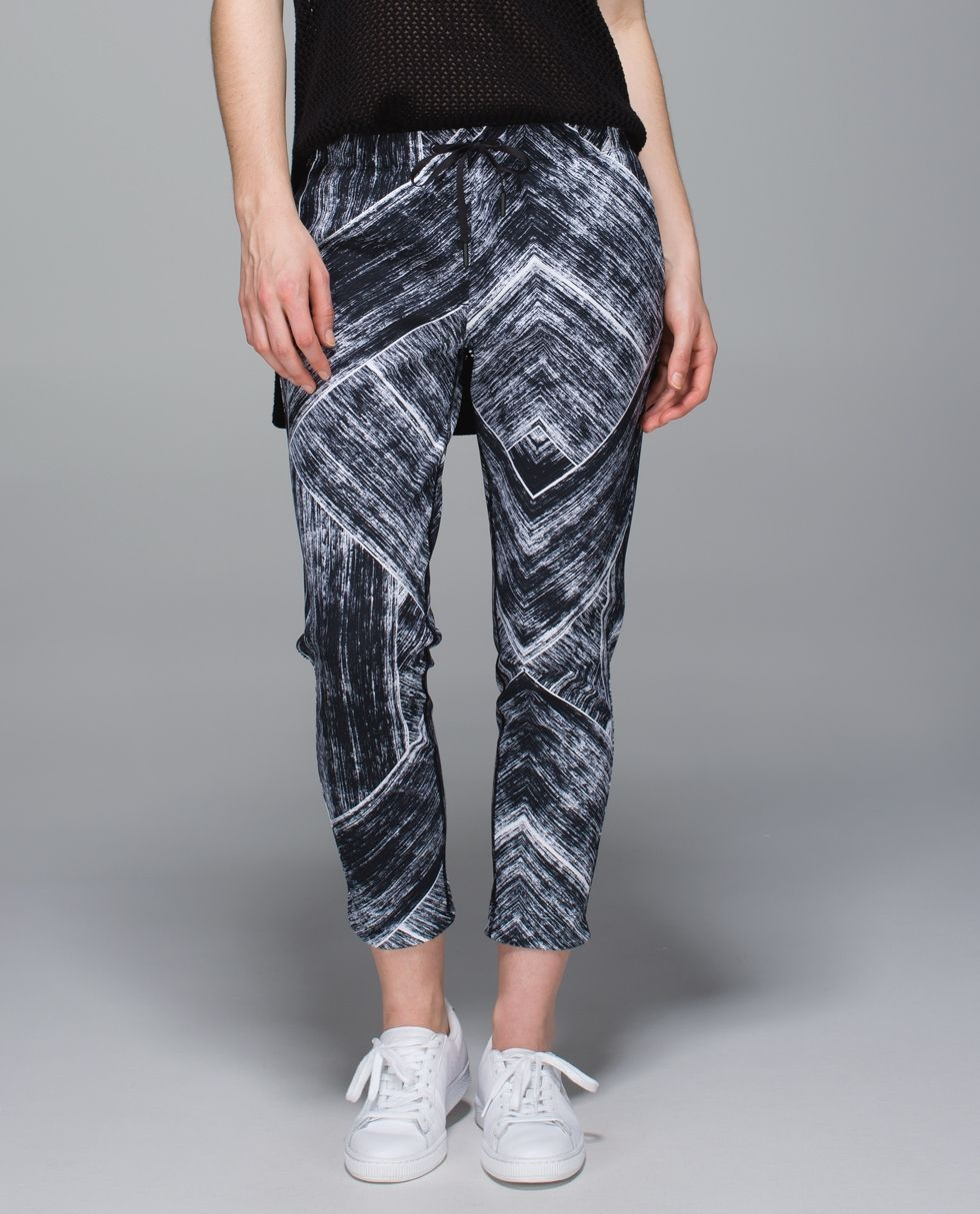 We designed these slim trousers for fast-paced days spent criss-crossing the city. The  stretch fabric keeps us comfy whether we're running    errands, grabbing lunch or biking to work. They're our out-and-about go-to!