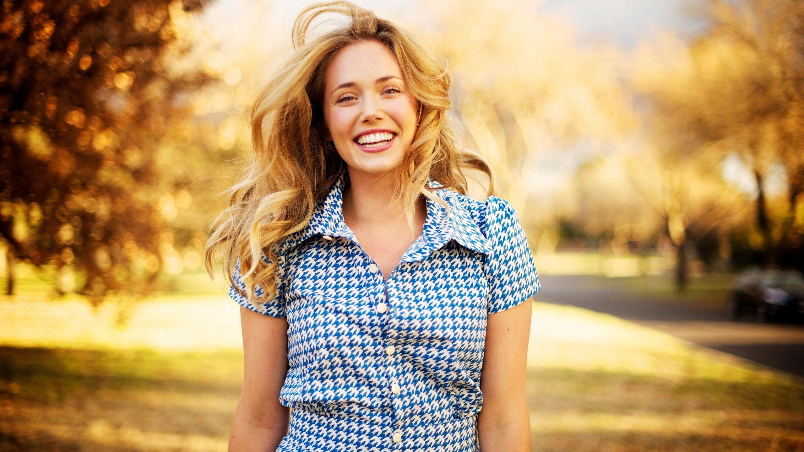 """Elena – Irina SPILCĂ - 📌 """"Fericirea nu ar fi greu de obținut, dacă noi am trăi simplu și când spun simplu, nu mă refer la a fi săraci material, ci la acea simplitate în gândire"""" 👉 http://bit.ly/2cW5JCC 🎨 """"Ideea este să faci ce-ți place, să te dăruiești în tot ce faci și să te contopești, să rămâi acolo unde ești apreciată, să oferi ce simți și să nu-ți fie teamă de judecata celor din jur atunci când faci o alegere.."""" 👉 http://bit.ly/2cW5JCC #IrinaSPILCA #DespreFericire #Depresia"""