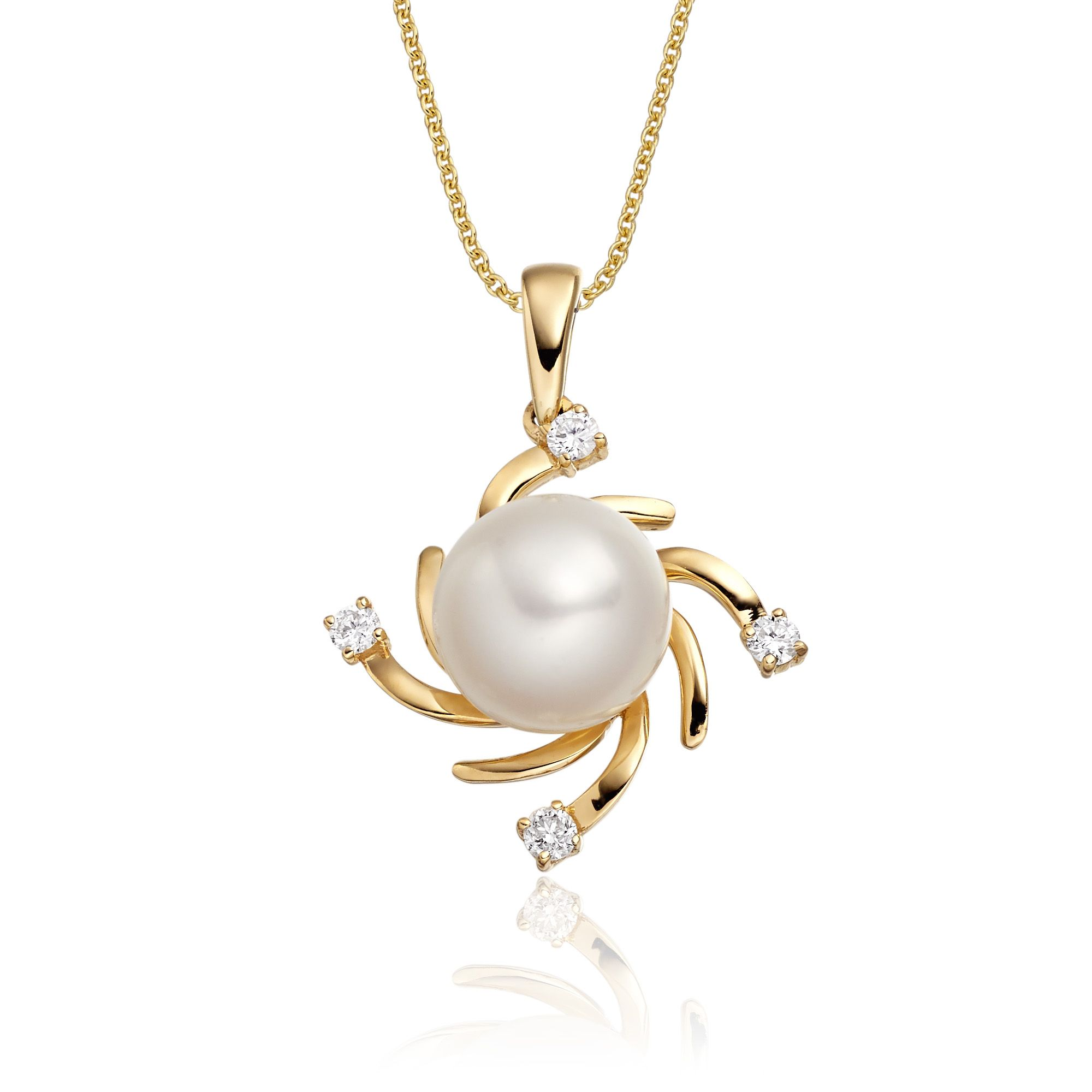 This elegant freshwater cultured pearl and diamond necklace has