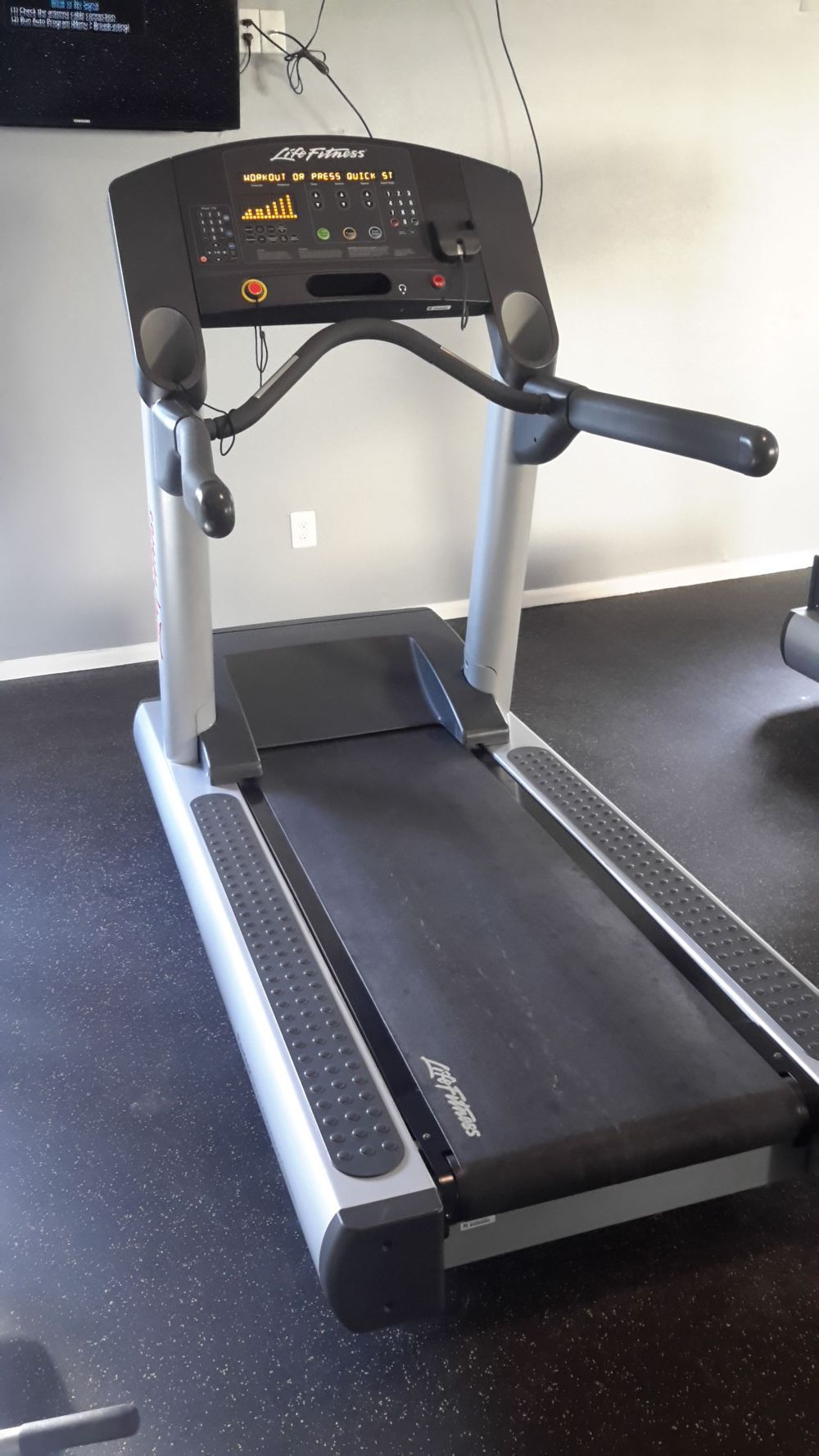 Life fitness treadmill integrity series clst 1800 http