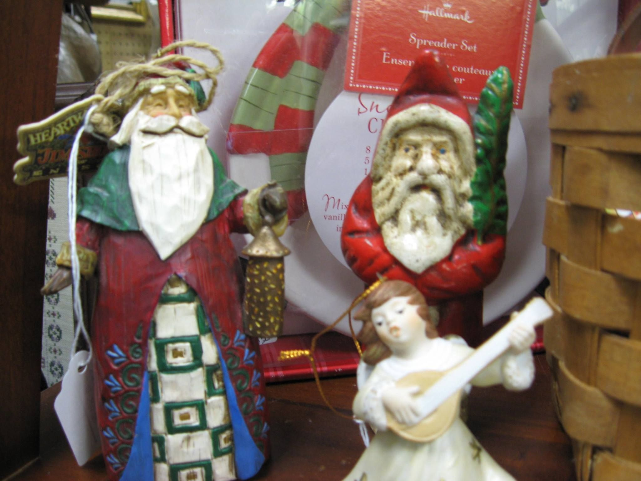 #christmas #santaclaus #decor #holiday #inspiration #antiques #vintage #ontariomallantiques