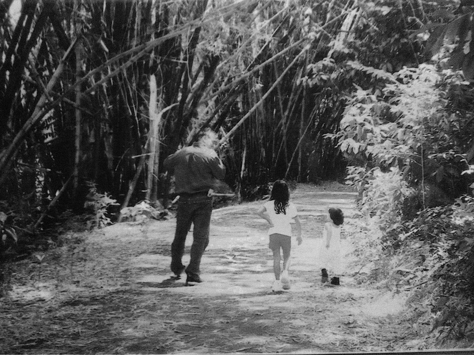 Por la vereda de la vida junto a mis dos bellas hijas, Adriana y Miranda