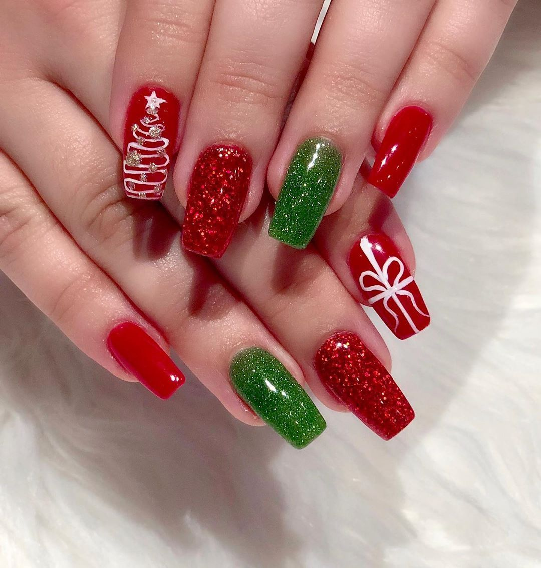 Christmas is almost heredippowdernails