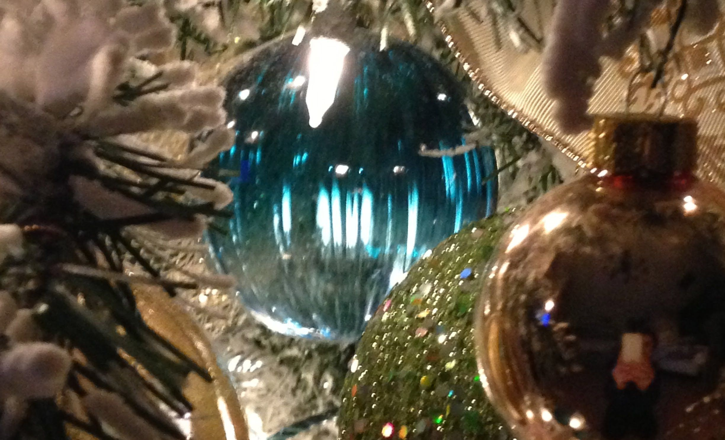 Christmas Decorations Hanging Balls And Ornaments On Christmas Trees 2013 Video Tutorial Www Tablescape Christmas Decorations Holiday Christmas Tree Christmas