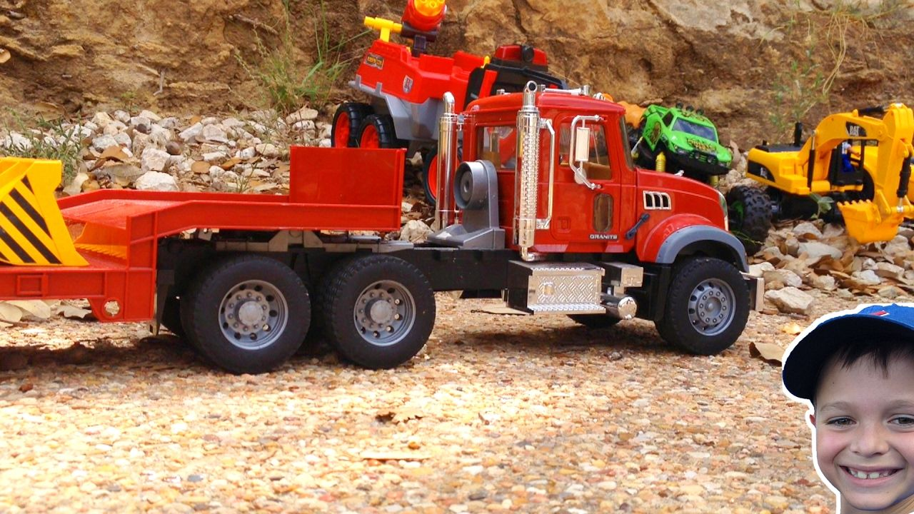 Bruder Mack Granite Trash Truck Gets Stuck Flatbed To The Rescue Garba Garbage Truck Trucks Garbage