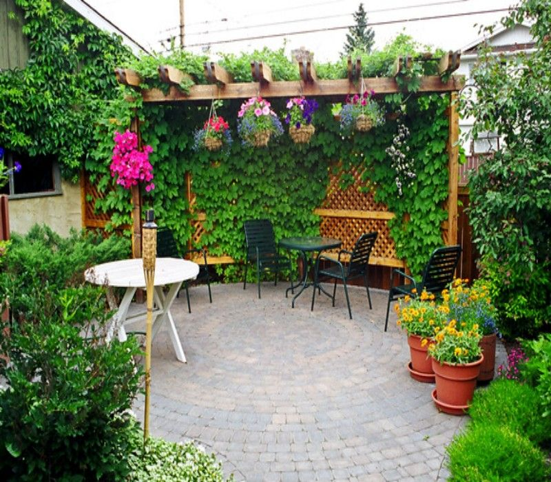Garden Design Tips To Deal With Small Space: Decorated Pergola For Garden Room