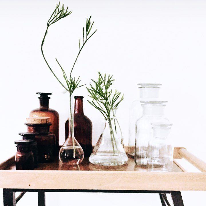 Bruine Side Table.Al Mijn Vintage Lab Glas Op Een Rijtje Set Van 3 Bruine