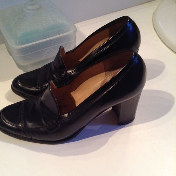 ANNE KLEIN BLACK LEATHER HEEL LOAFER 7 M ANNE KLEIN BLACK LEATHER LOAFER HEELS , VERY COMFORTABLE  SPER CONDITION 7 M Anne Klein Shoes Flats & Loafers