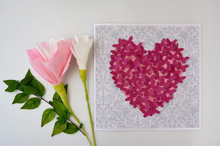 Créez un faire-part de mariage romantique avec cette envolée de papillons qui toucheront le cœur de vos invités.
