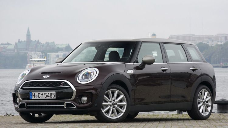 2016 Mini Cooper S Clubman Front View