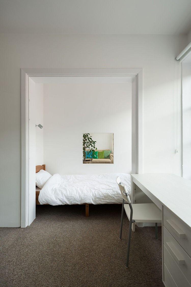 Si quieres darle a tu apartamento un toque moderno, escoge los estores enrollables, como el de esta habitación #decoidea