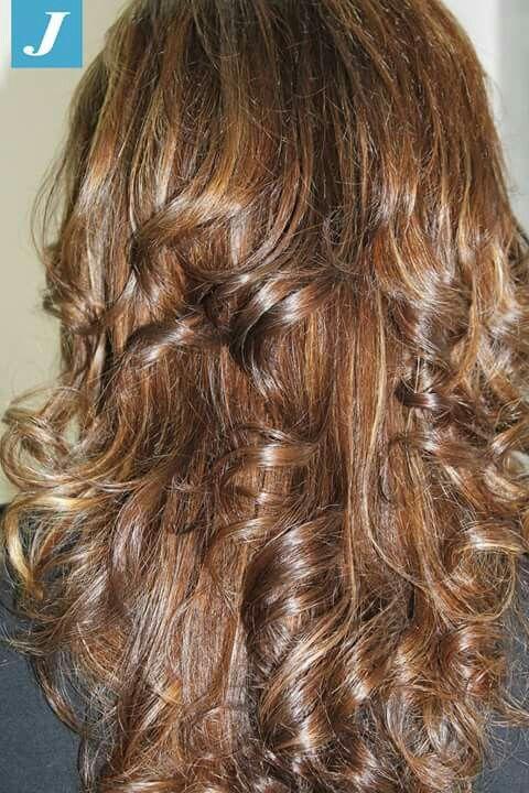 Toni caldi con sfumature soft ,con #Degradè #modacapellirosa #potenza #cdj #degradejoelle #tagliopuntearia #degradé #welovecdj #igers #naturalshades #hair #hairstyle #haircolour #haircut #fashion #longhair #style #hairfashion