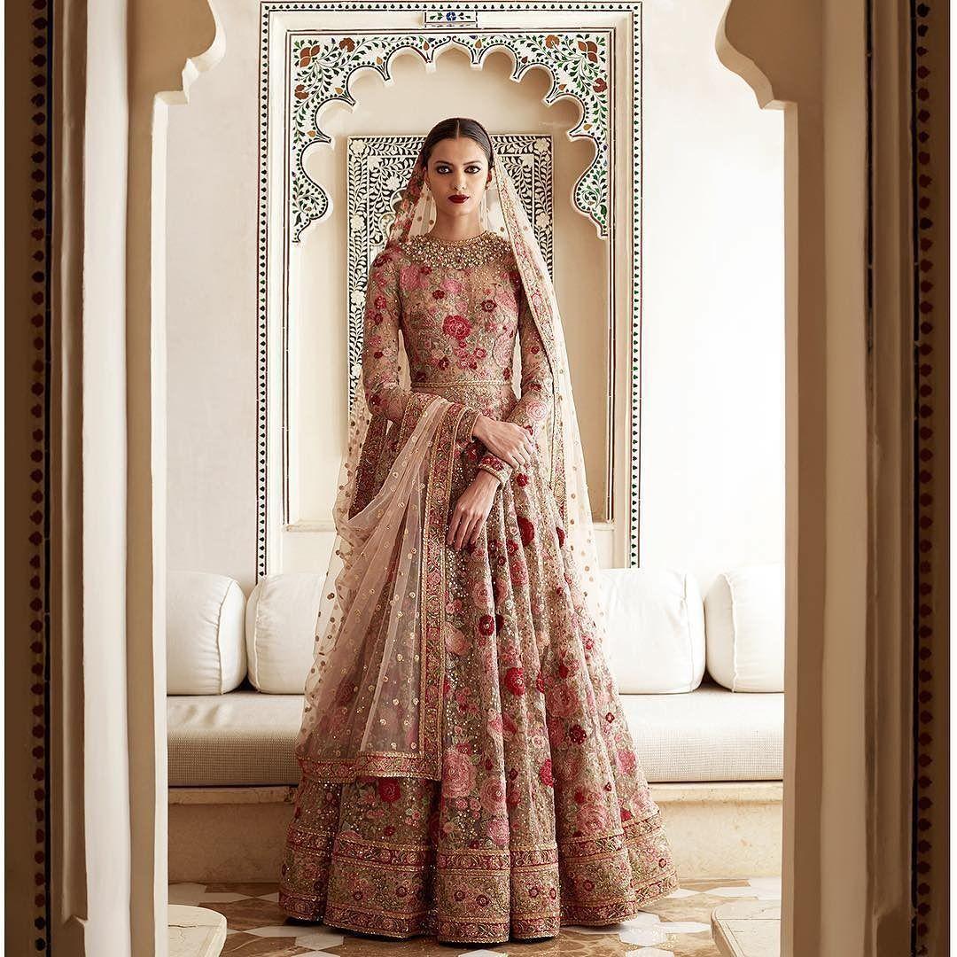 Pin von Laila Farhat auf Bridal couture | Pinterest | Kleider