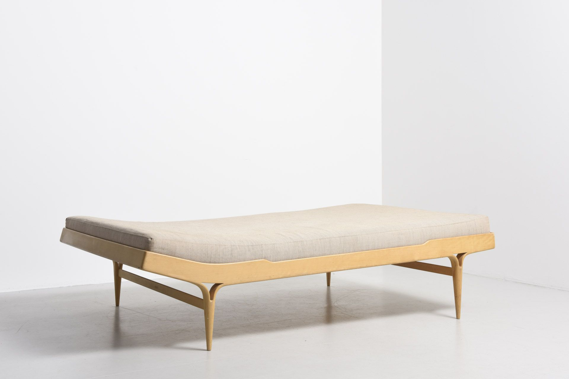 Futon World Berlin Berlin Double Daybed By Bruno Mathsson Double Daybed In Beech