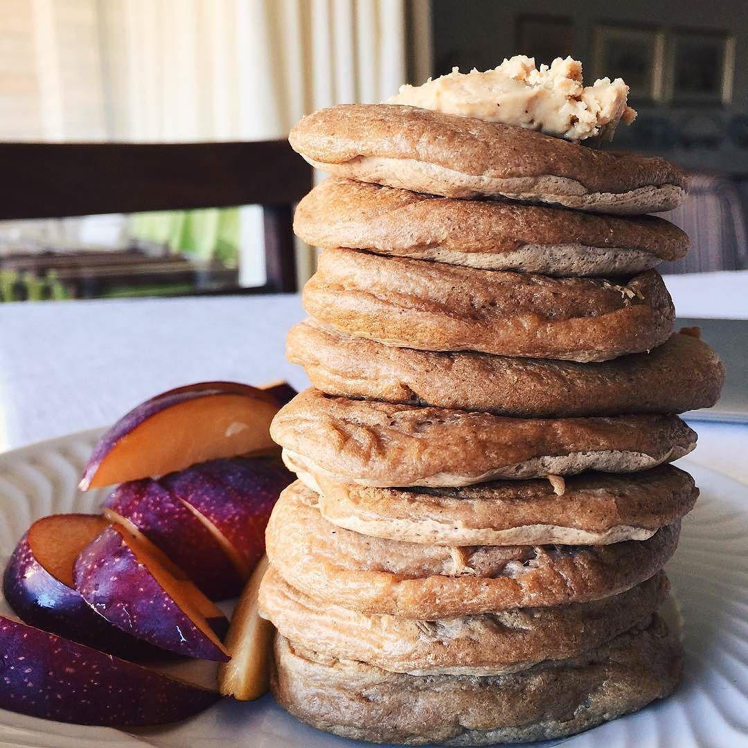 Choco cookies fat #preworkout pancakes #pancakeporn #proteinpancake #maispertoqueontem #amelhorversãodenós #fitnotskinny #fitnessportugal #fitnesssavemylife #fitgirlslookgoodnaked #carbsforabs #sagafitpt  #eatofit #desafiodiasfit #gains #eatclean #girlswholift #fitgirl #eattogrow #fitlife #maxprotein ( # @inesgetshealthy)