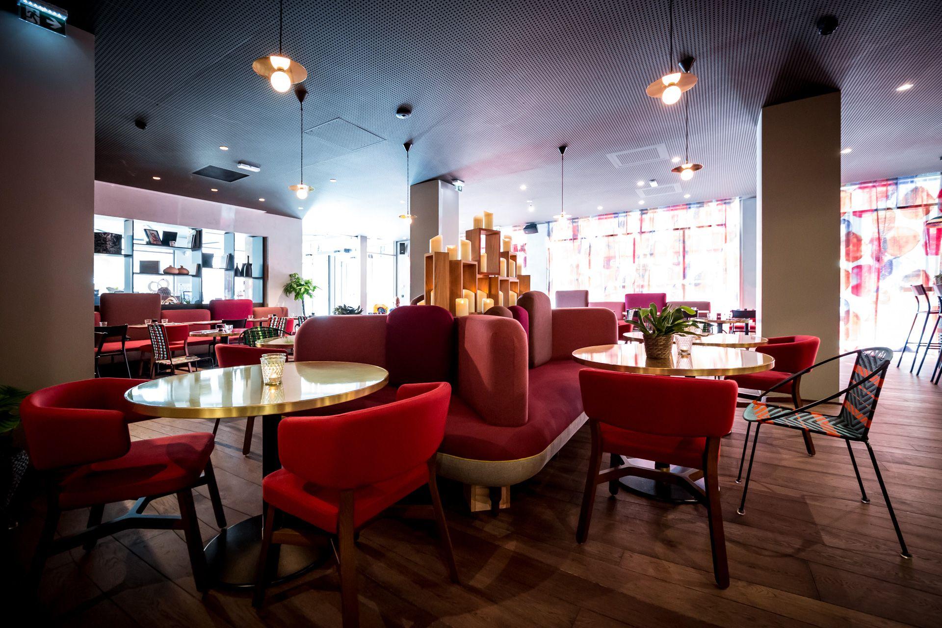 Decouvrez Le Concept De L Hotel Boma A Strasbourg Qui A Choisi Le Savoir Faire De Collinet Pour La Realisation Des Banquette Design Mobilier De Salon Mobilier