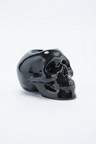 Black Skull Candle Holder: http://rstyle.me/n/u8k4gbcukx #home #decor