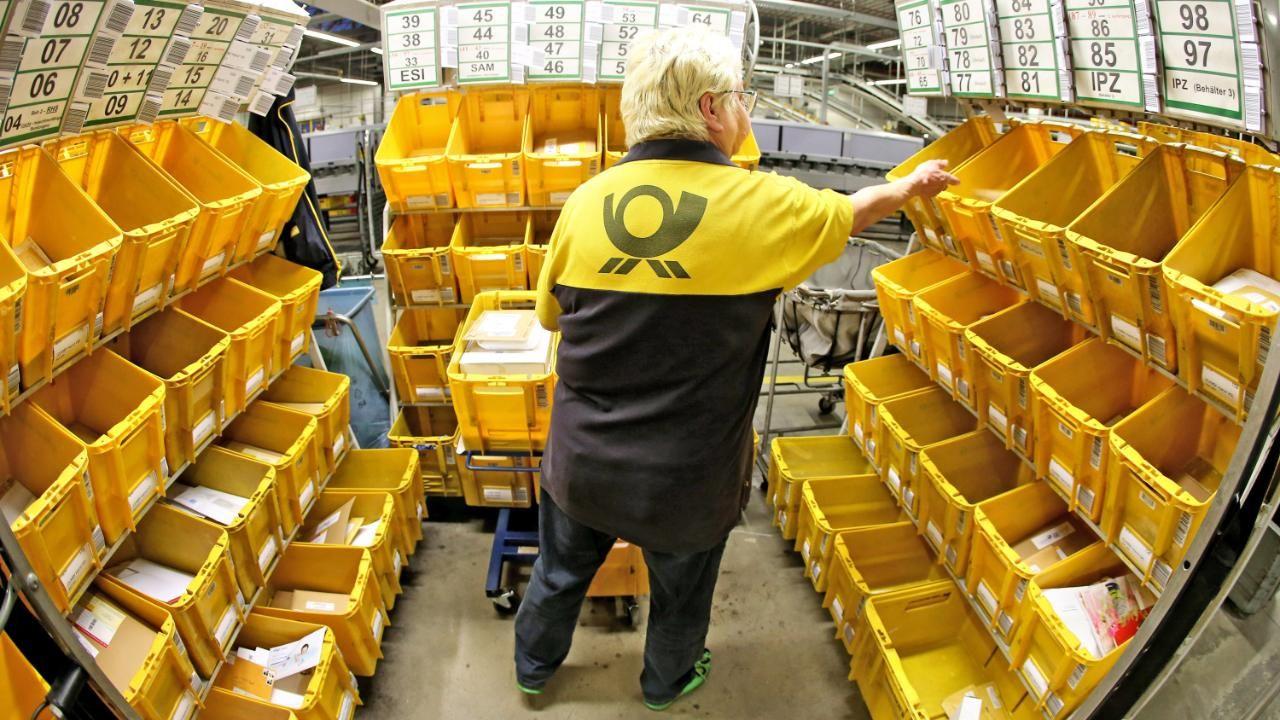 Post BriefPorto soll ab Juli steigen Pakete werden