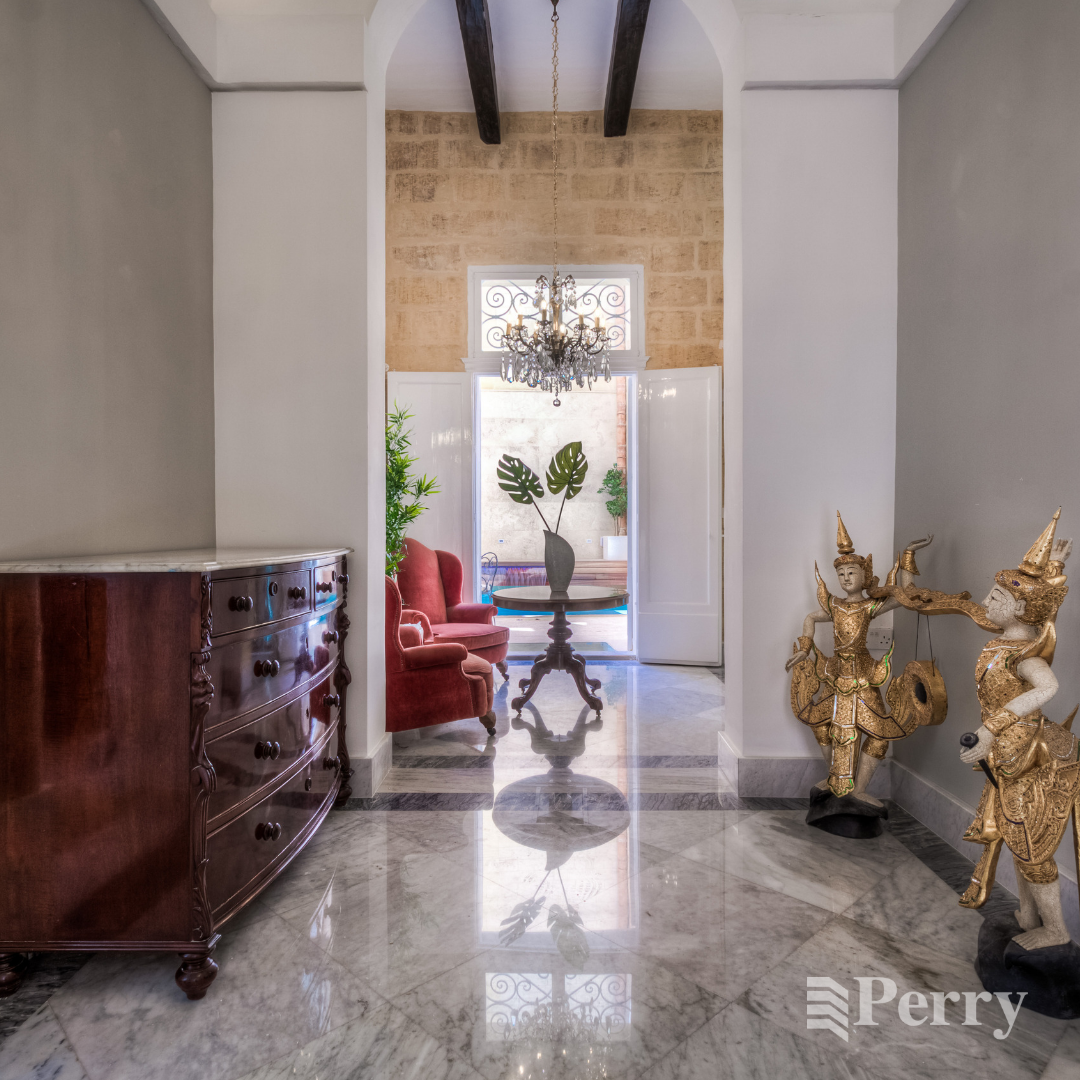 This spectacular 4 bedroom Palazzo in the traditional town
