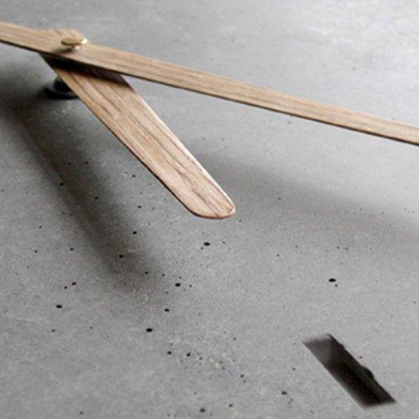 WertWerke Wanduhr aus Beton Concrete clock, wooden hands concrete - designer betonmoebel innen aussen