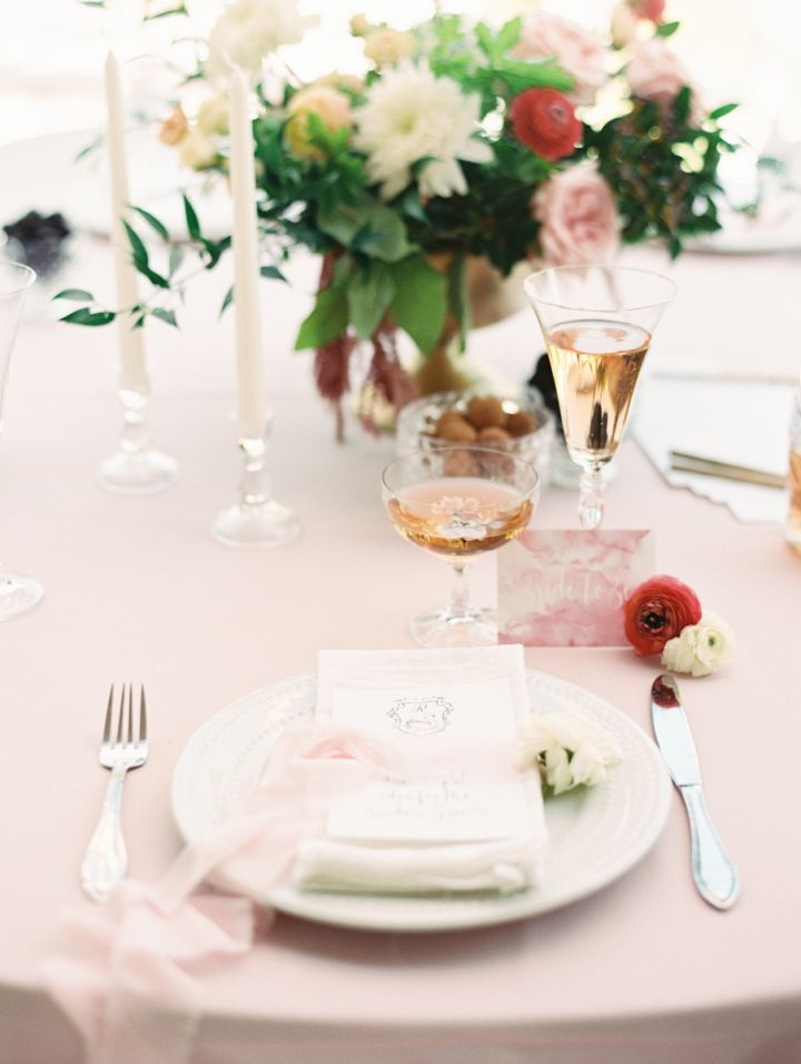 Pink bridal shower theme | Bridal shower table ideas | fabmood.com #bridalshower #bridalshowertheme