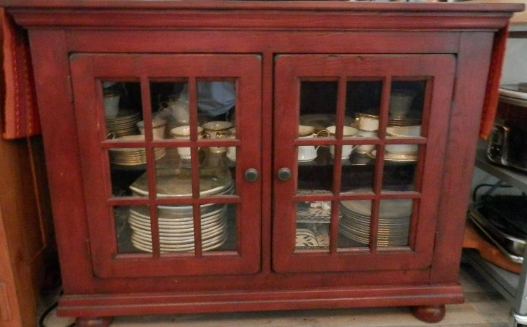 Broyhill Attic Heirlooms Curio Buffet In Red Stain Broyhill Furniture Primitive Furniture Heirloom Furniture
