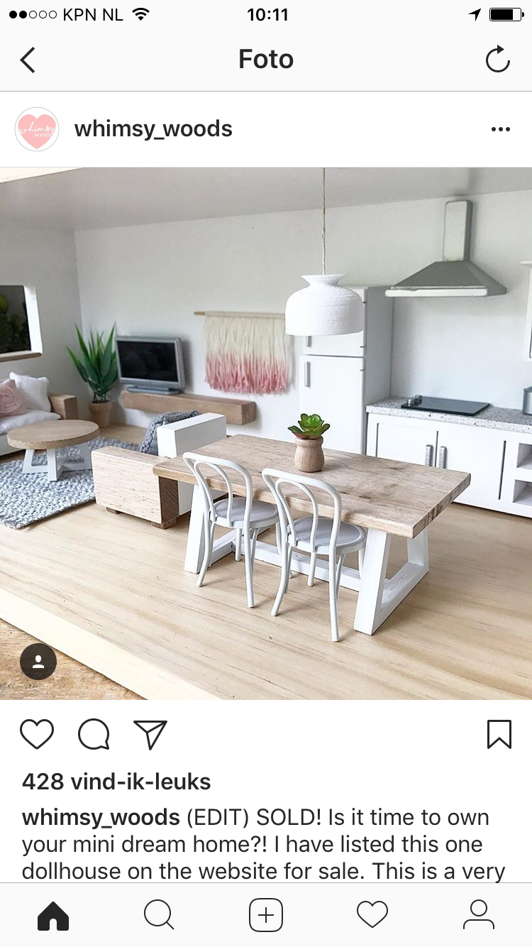Lovely open plan living space in this dollhouse. For modern dollhouse ideas, make your own dollhouse furniture, DIY dollhouse furniture and to buy modern dollhouse furniture) visit www.prettylittleminis.com or follow @pretty_little_minis on Instagram #dollhousefurniture