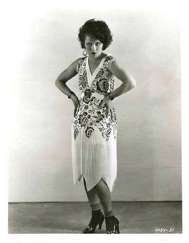 Famous Flappers and their Fabulous Fashions | Clara bow
