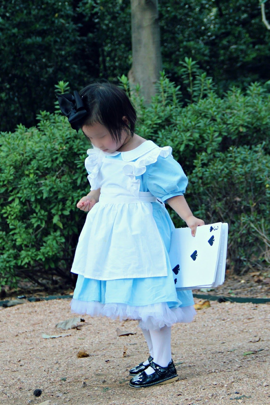 Peaches and Bees: Alice in Wonderland Dress for Little Momo | Dress ...