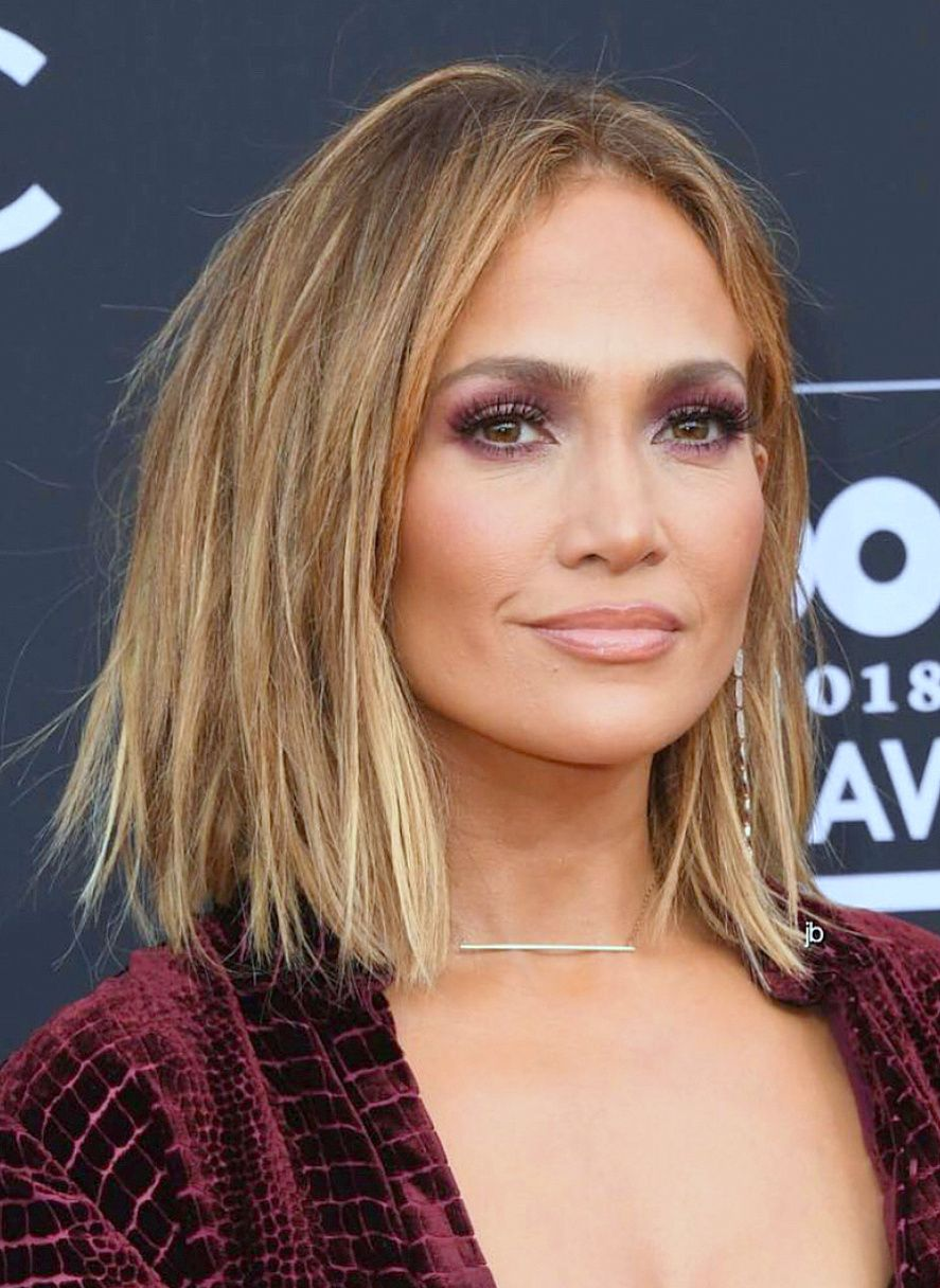 Jennifer Lopez Makeup Look And Short Bob Hair Cut With Blonde Ombre
