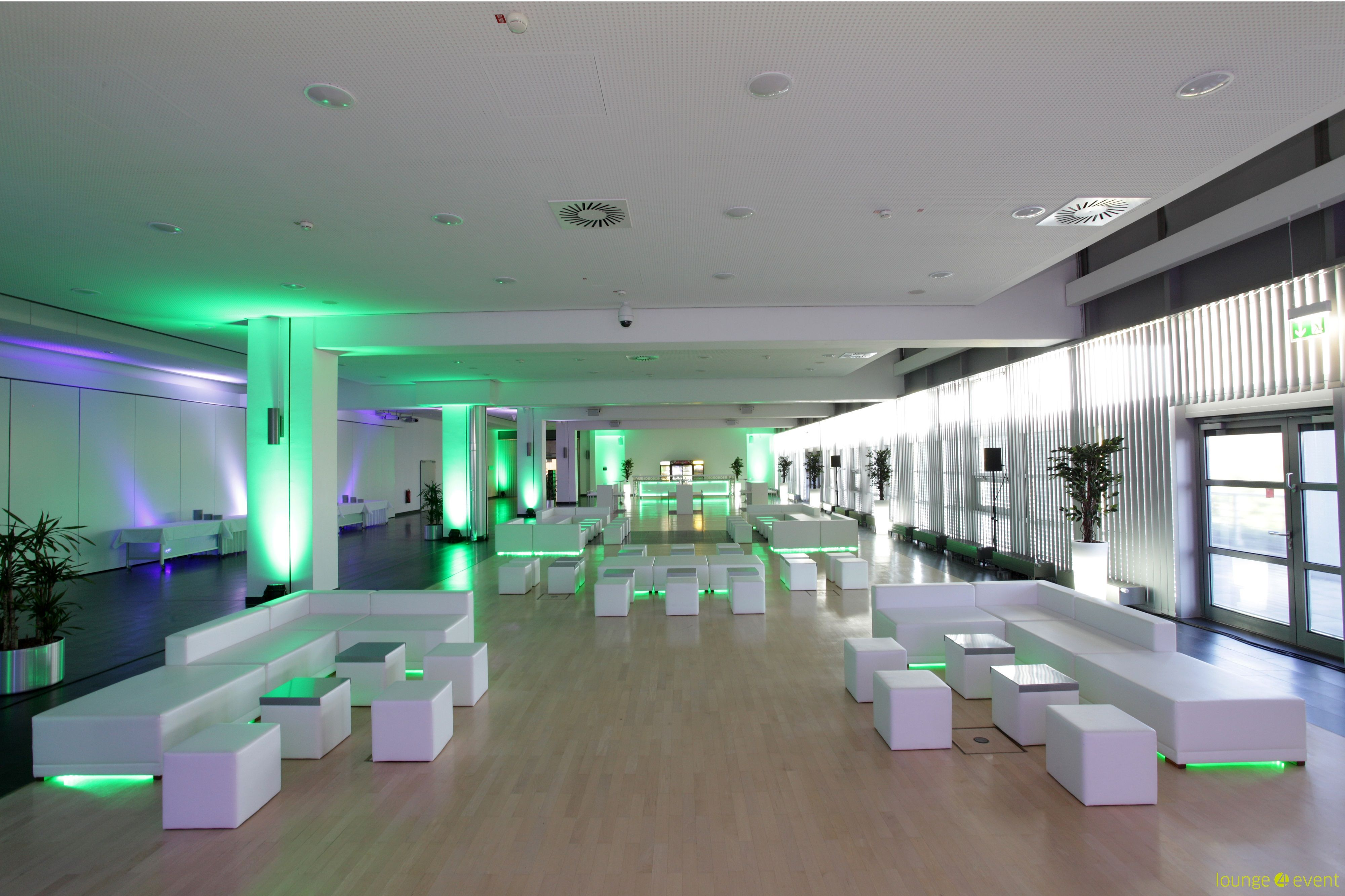 Loungelandschaft Led Grun Raumkonzept Inspiration Cube Mit Bildern Led Lounge Corporate Design