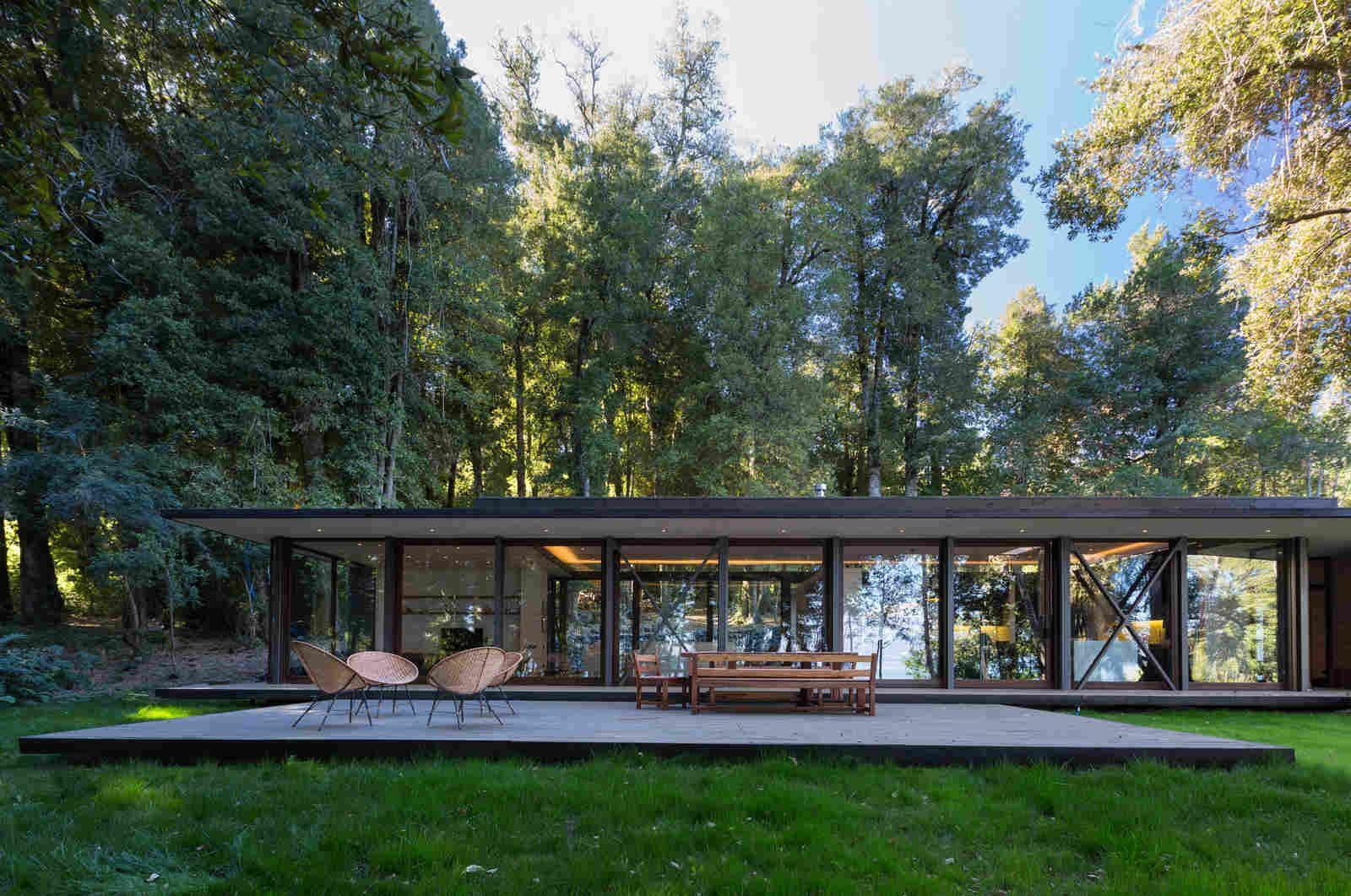 Дом на берегу озера в Чили
