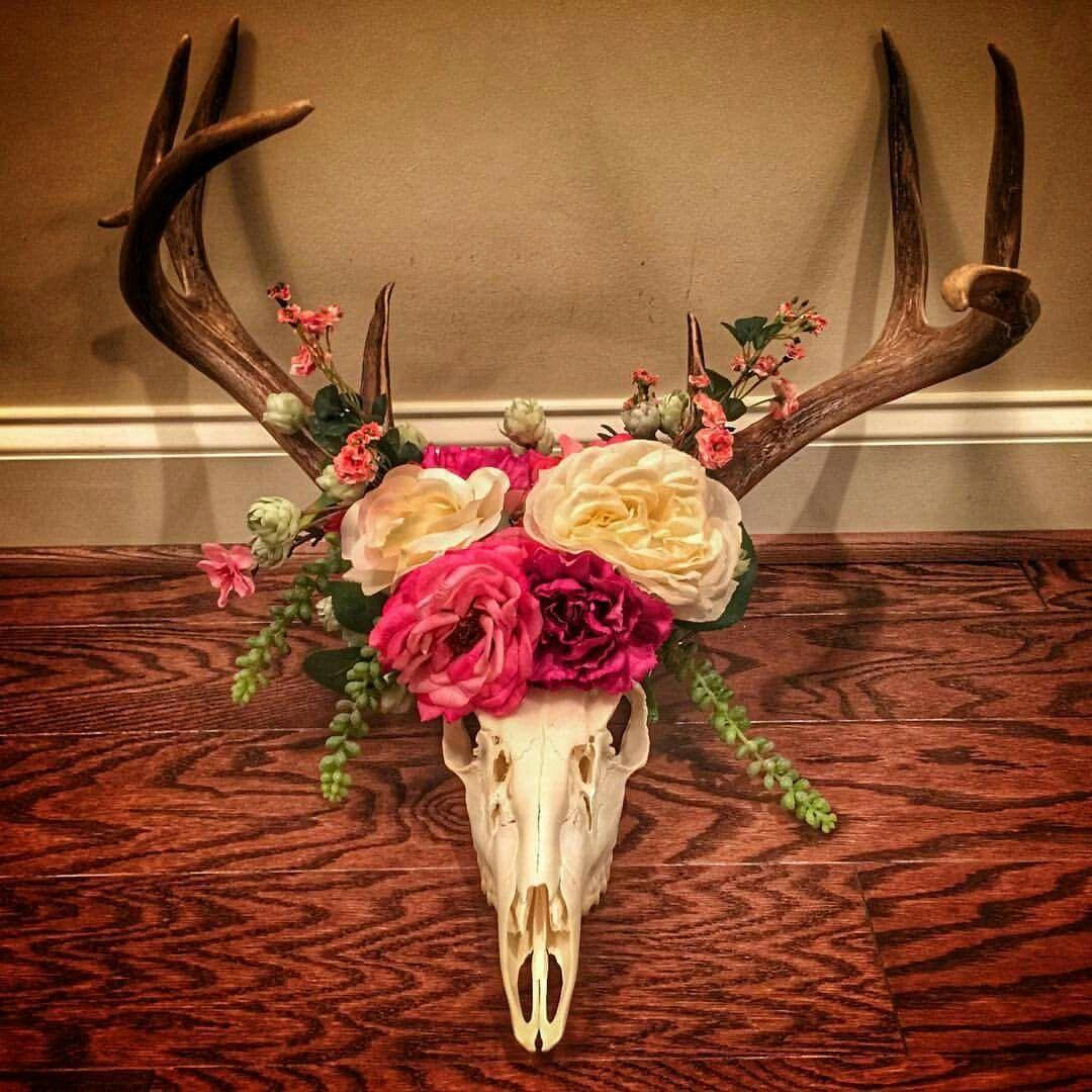 Eva Shockey s deer skull flower crown she made for her baby s nursery