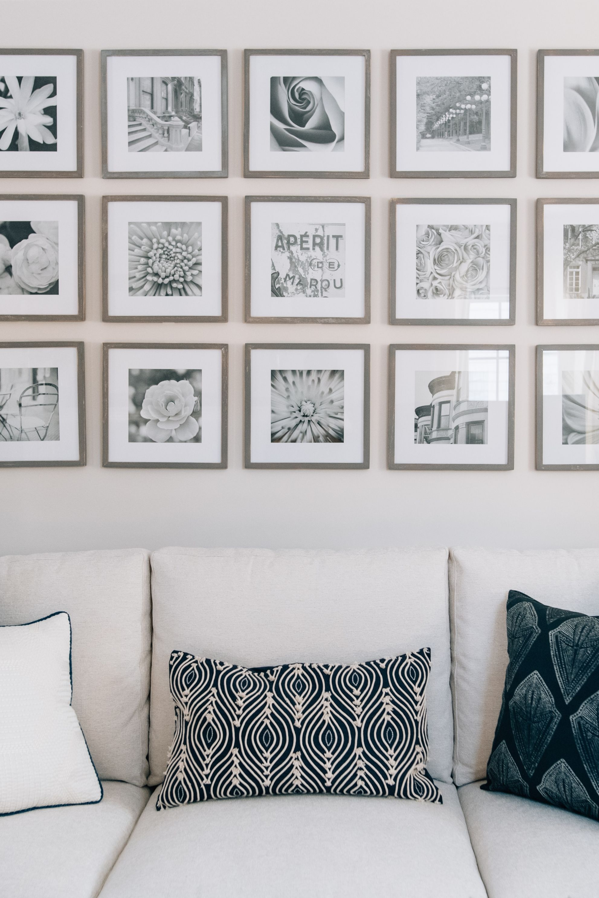 15 Frame Gallery Wall In Grid Black And White Stock Photos In