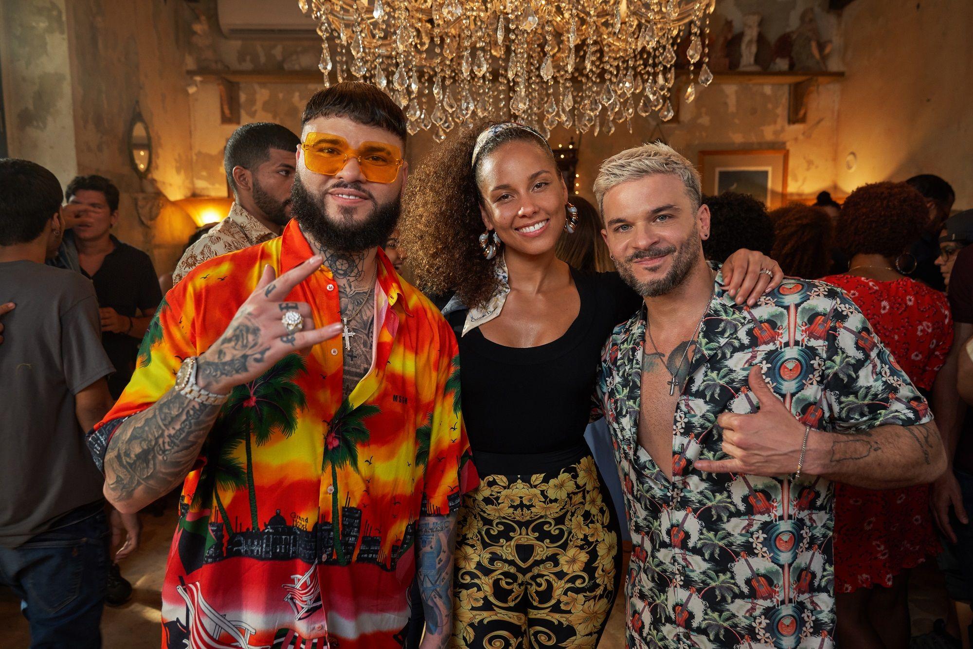 Alicia Keys Goes Bilingual In Pedro Capó And Farruko S Calma Remix Latin Music Latin Artists Latino Men