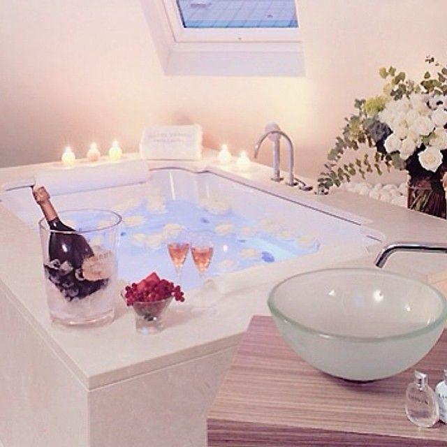Épinglé par Labelletoi sur Romantic Pinterest - Hotel Avec Jacuzzi Dans La Chambre