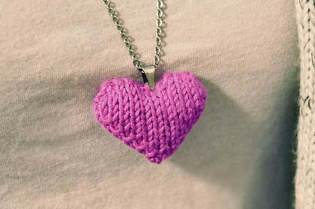 Ravelry Heart Puff Necklace Pattern By Lauren Riker Diy Knitting