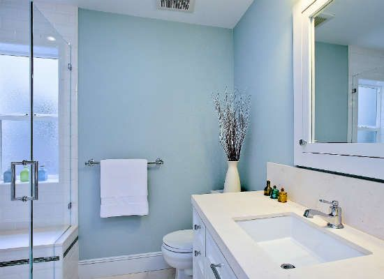 Pale blue paint brightens up bathroom bathrooms bob for Powder blue bathroom ideas