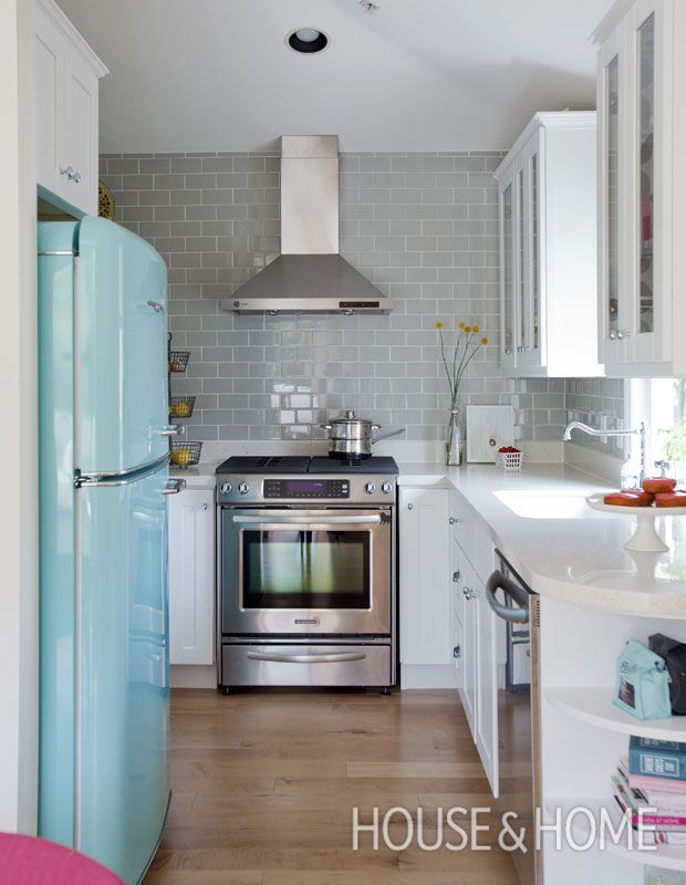 20 Small Kitchens That Prove Size Doesn T Matter Galley Kitchen Design Kitchen Design Small Small Galley Kitchens